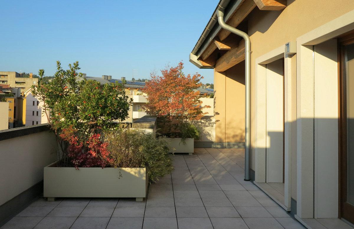 Attico tricamere con loggia e grande terrazzo for Piani di appartamento di garage contemporanei